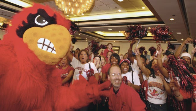 The U of L Cardinal mascot gets the pep rally crowd even more pumped before the Illinois-Louisville semifinal game in St. Louis, Mo. Shot April 2, 2005