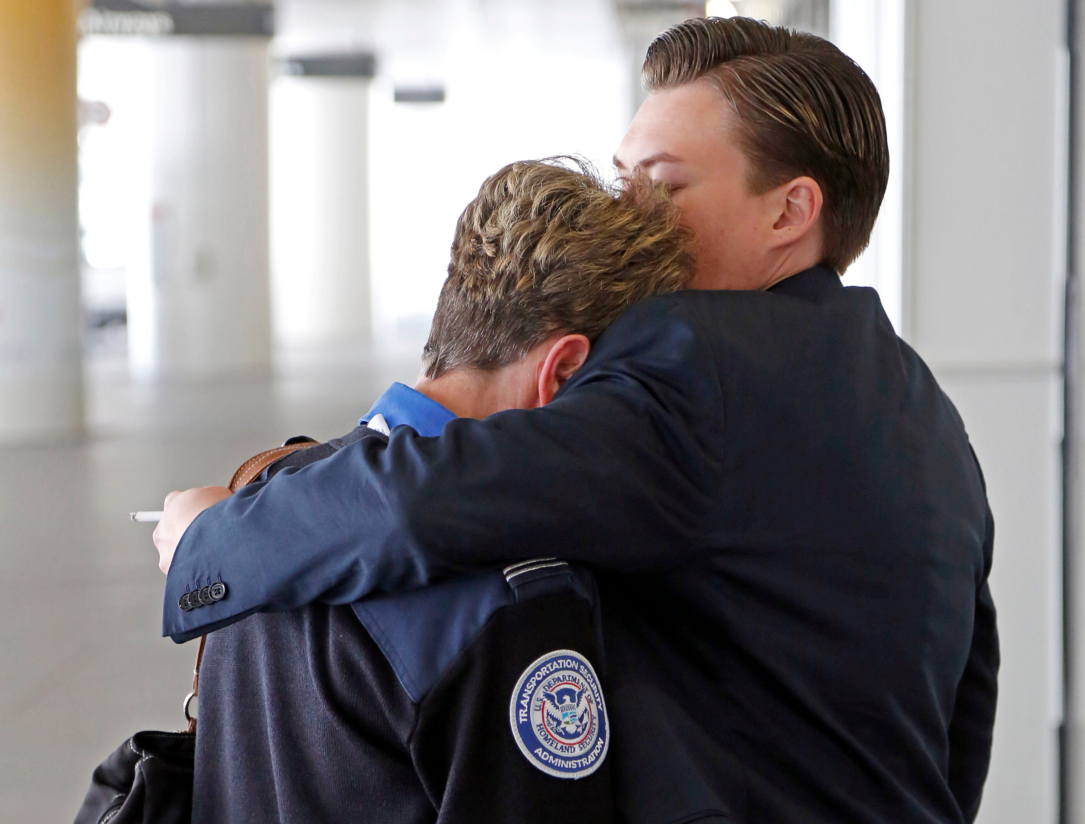 TSA agent gunned down at LAX