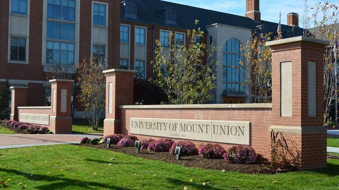 The University of Mount Union in Alliance is offering a new scholarship to encourage transfer students in the eight-county region to learn locally.