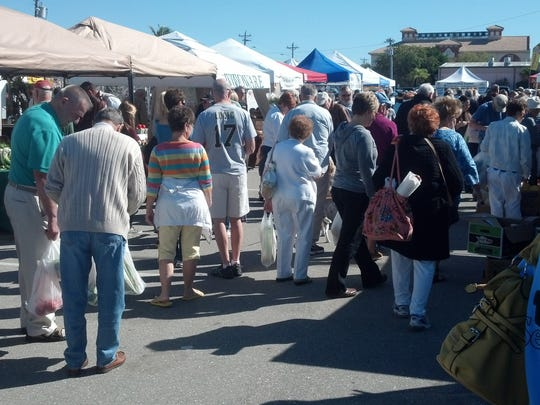 During the season, an estimated 4,500 to 10,000 people will attend the downtown market on a single Saturday.