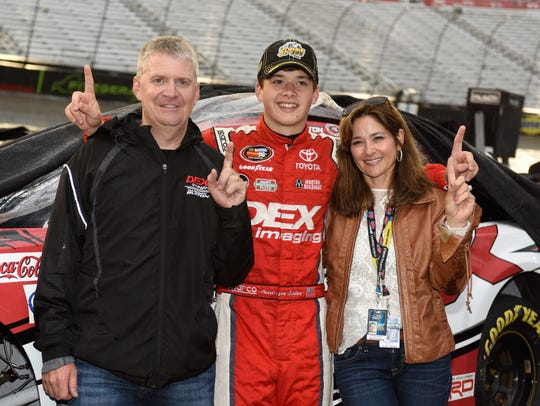 Harrison Burton (with mother Kim and father Jeff) won last year's K&N Pro Series race in Millington.