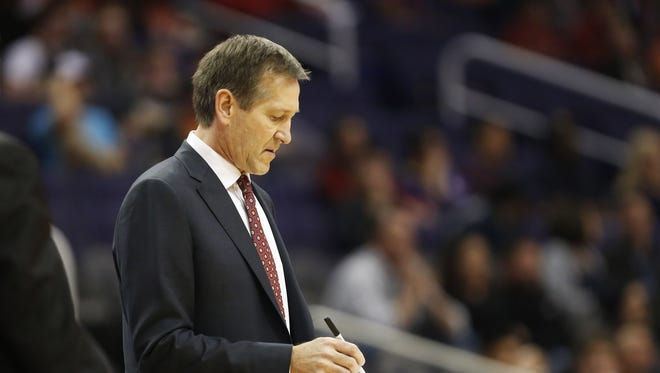 Phoenix Suns head coach Jeff Hornacek draws up a play during a timeout with the Indiana Pacers in the fourth quarter during NBA action at Talking Stick Resort Arena in Phoenix January 19, 2016.