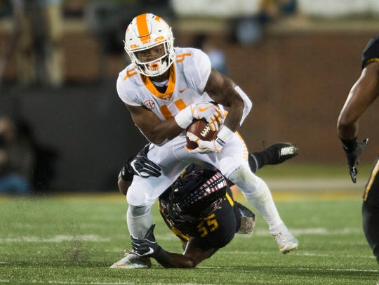 Tennessee running back John Kelly (4) attempts to stay