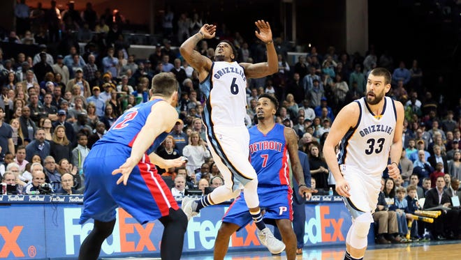 Grizzlies guard Mario Chalmers (6) is fouled on a shot attempt as center Marc Gasol (33) and Pistons guard Brandon Jennings (7) look on during the fourth quarter of the Pistons' 103-101 loss Thursday in Memphis, Tenn.