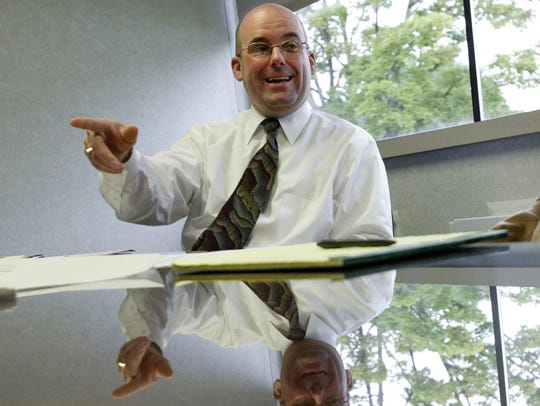 2004 photo of Sterling Heights City Manager Mark Vanderpool.