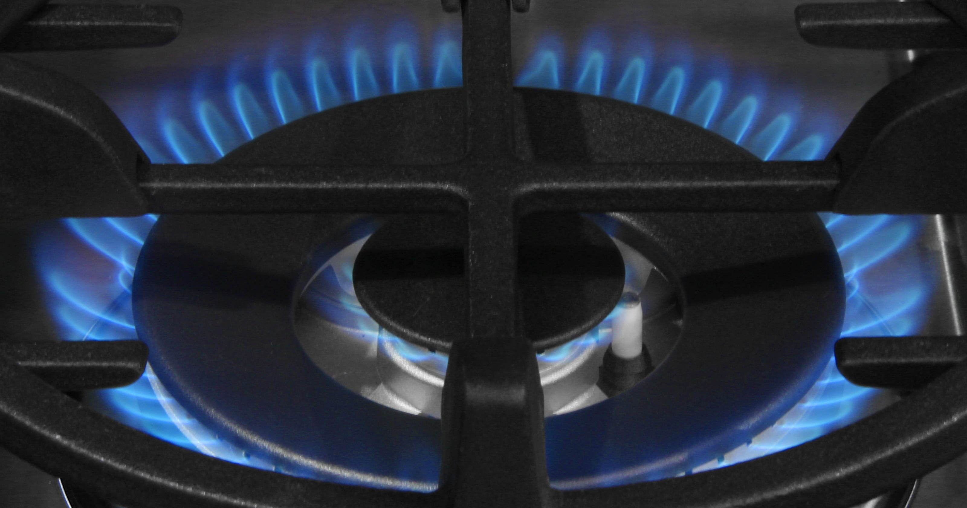 Samsung's fancy new gas range has good looks, can cook