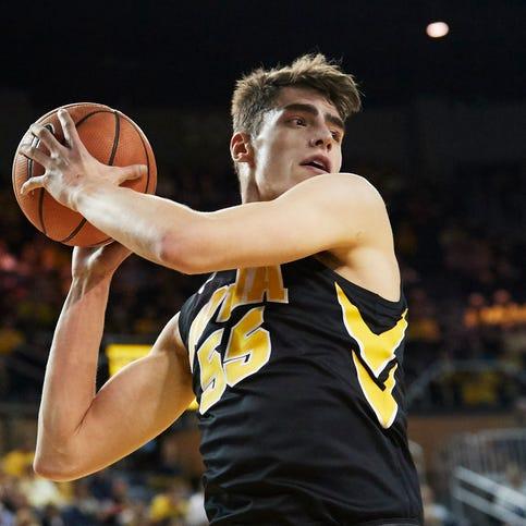 Iowa basketball: Luka Garza's removed cyst weighed ... 9 pounds
