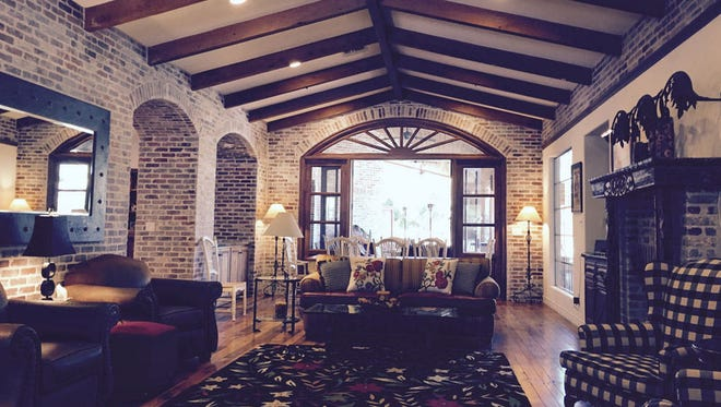 Relax under vaulted beam ceilings, atop barnwood floors in a rustic, red brick home on an acre lot in Scottsdale, not far from the ESPN live broadcast at Scottsdale Fashion Square Mall. This 2004 home sleeps 8 to 10 guests comfortably.
