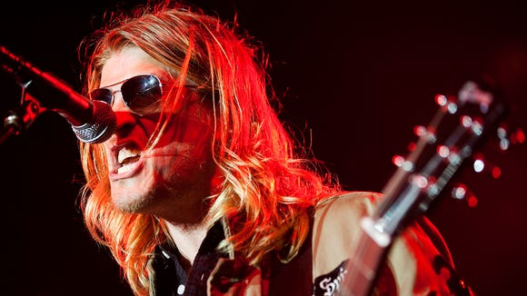 d2532444163147 Puddle of Mudd frontman cries after being kicked off flight for ...
