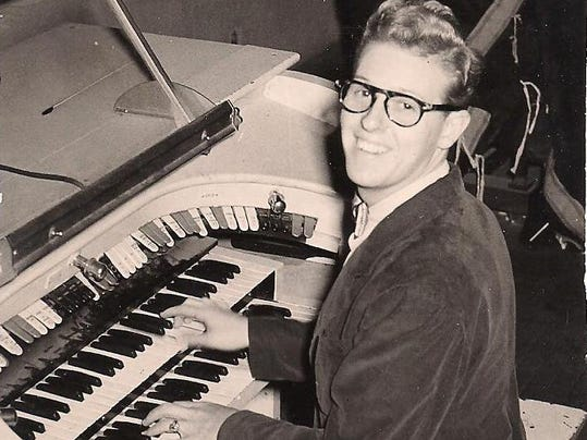 Pete Sweeney at Fox organ 1949.jpg