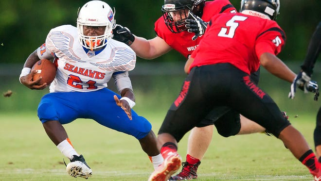 Cape Coral High running back Isaac Washington will be the focal point of the Seahawks' offense this season after rushing for over 1,300 yards in 2015.