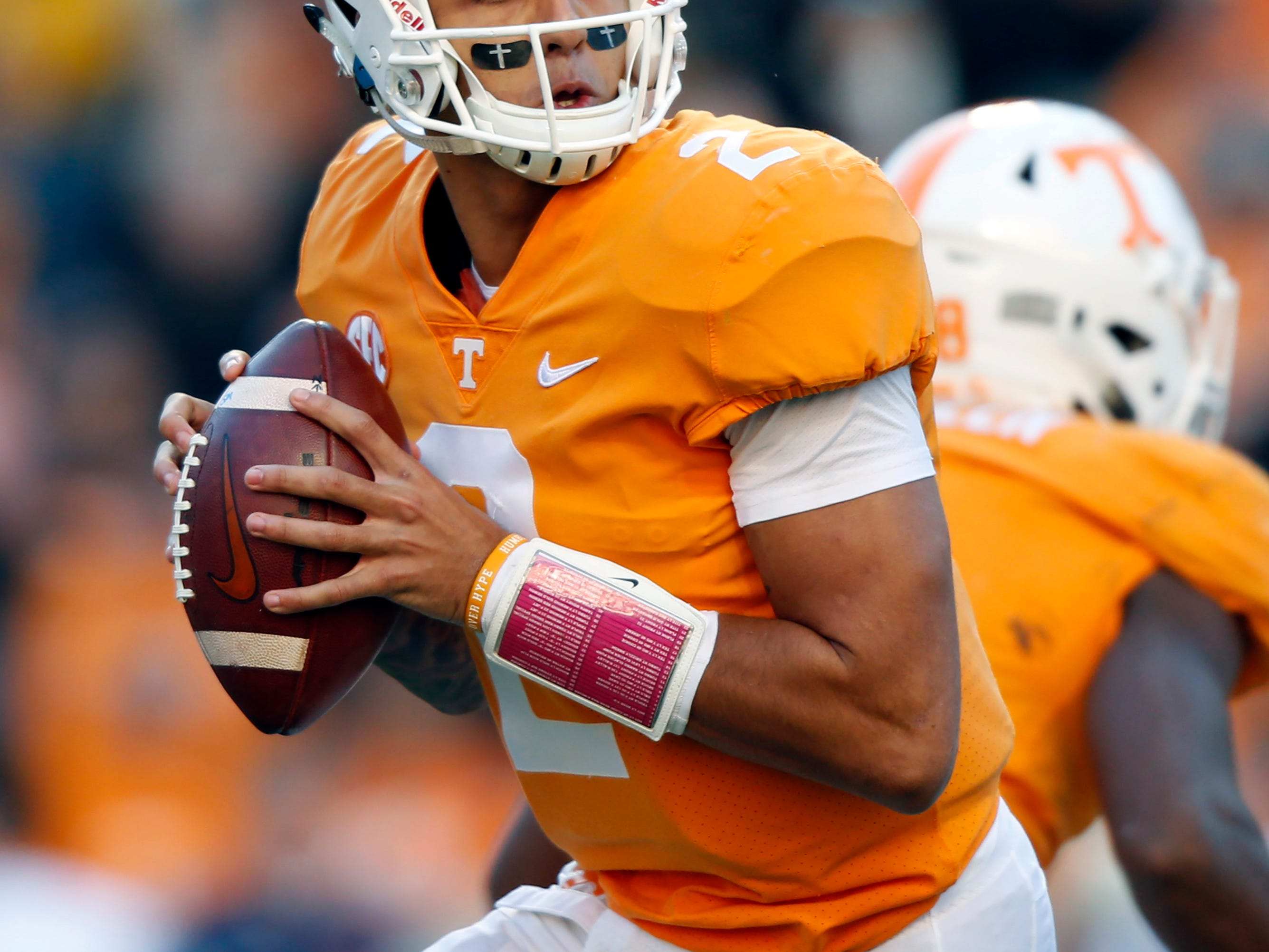 Tennessee QB Guarantano's status 'day to day' for Vandy ...