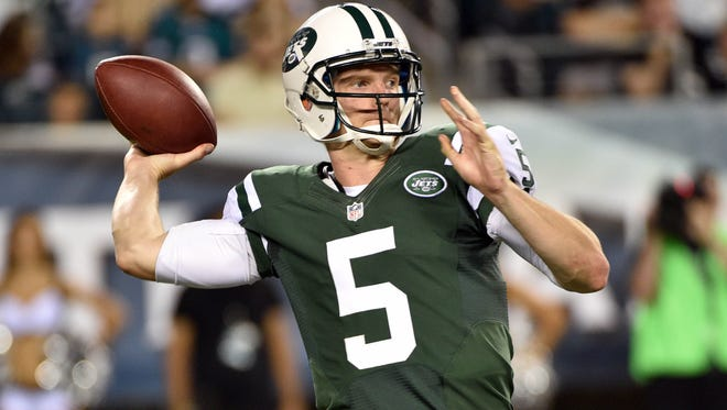 Jets quarterback Matt Simms throws against the Philadelphia Eagles during the first half of Thursday night's game at Lincoln Financial Field. The Eagles won 37-7.