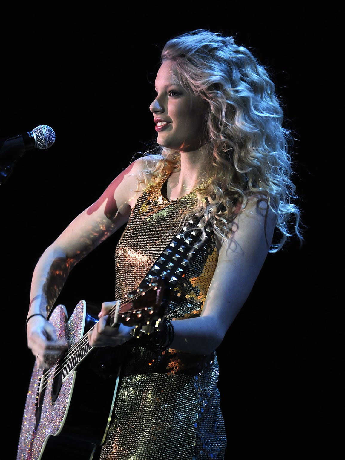 An 18-year-old Taylor Swift opened for Rascal Flatts