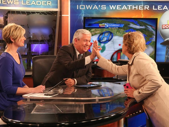Longtime KCCI news anchorman Kevin Cooney gets a high-five