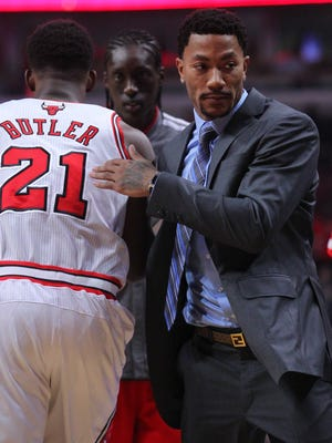 Bulls guard Derrick Rose watched his team's offensive struggles from the bench while healing his knee.