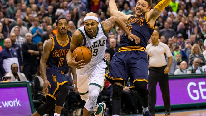 Milwaukee Bucks guard Jerryd Bayless (19) dribbles the ball during the first overtime period against the Cleveland Cavaliers at BMO Harris Bradley Center.