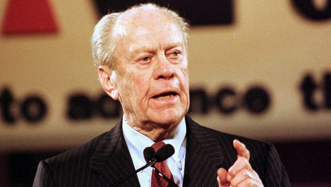 Former President Gerald Ford addresses the Newspaper Association of America's convention in 1999.