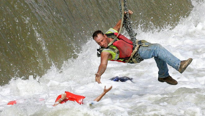 Patti Ralph-Neely is pulled from the Des Moines Reiver near the Center Street dam by construction worker Jason Oglesbee in 2009. The photo later won the Pulitzer Prize.