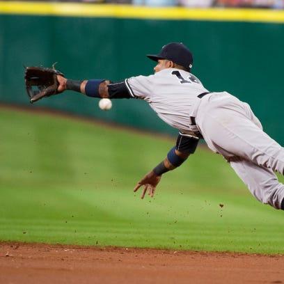 New York Yankees second baseman Starlin Castro dives