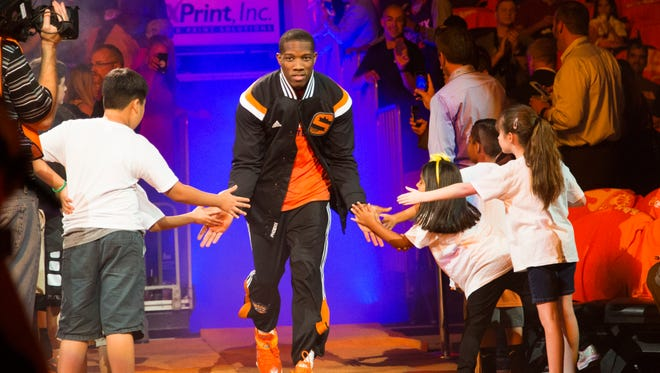 Phoenix Suns guard Eric Bledsoe is introduced before playing against the Los Angeles Lakers at US Airways Center in Phoenix, Ariz. October 29, 2014.