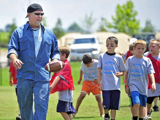 Country music star Garth Brooks, left, leads campers