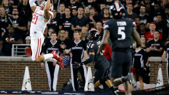 Houston Cougars wide receiver Chance Allen (21) comes down with a touchdown pass in the first quarter of the NCAA college football game between the Cincinnati Bearcats and the Houston Cougars at Nippert Stadium on the University of Cincinnati campus in Cincinnati on Thursday, Sept. 15, 2016. At the half, the game was tied 10-10.