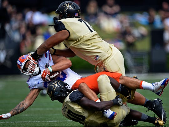 Florida tight end DeAndre Goolsby (30) is tackled by
