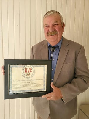 Sen. Larry Crowder receiving his award for his commitment to veterans.