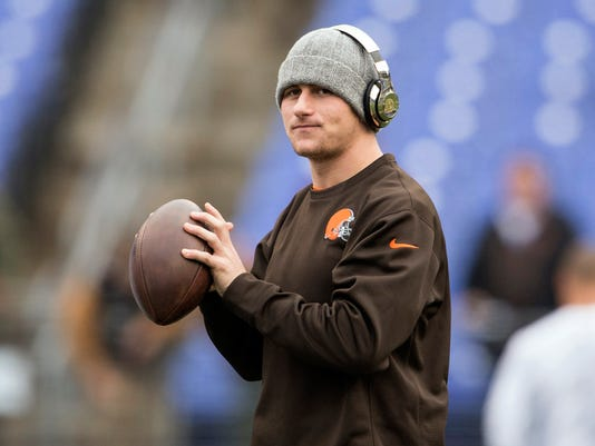 2015-4-11-johnny-manziel-ball