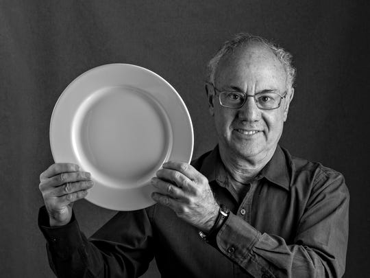 Drum roll... The Republic's dining critic Howard Seftel reveals his face.