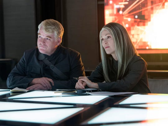 Philip Seymour Hoffman and Julianne Moore in a scene