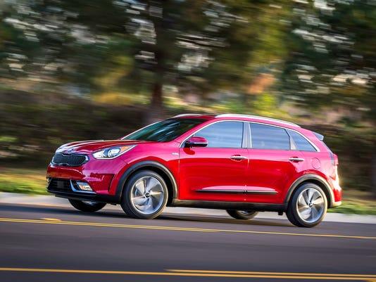 Kia Reveals Three Hybrids At Chicago Auto Show Despite Low Gas Prices - Auto show prices