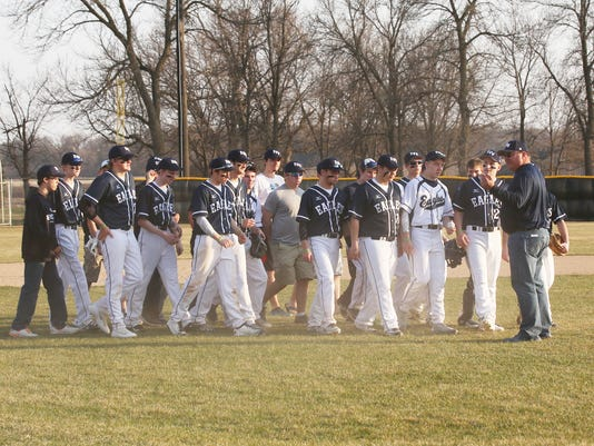 635962690571929688-The-team-joins-Jakes-dad-on-the-field-before-the-start-of-the-game.jpg
