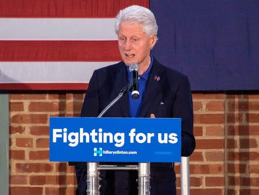 635979014215191049-Bill-Clinton-speaking-in-Louisville-PEARL-12.jpg