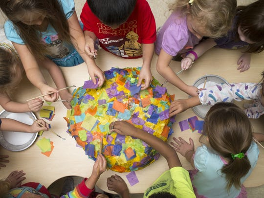 Kindergarten prep students make a piñata at Bright