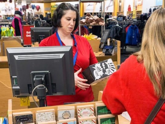636156625001770044-Black-Friday-shopping---PEARL-02.jpg