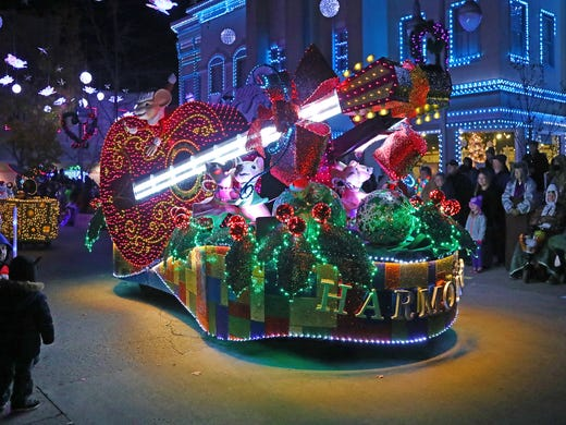 Dollywood Christmas.Dollywood Undamaged And Celebrating A Smoky Mountains Christmas