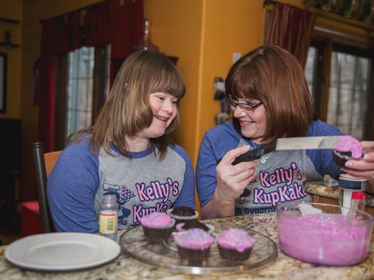 Robbin and Kelly Lyons decorate cupcakes for Kelly's