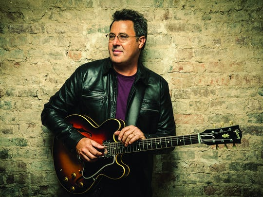 Vince Gill will perform with Lyle Lovett in Thousand