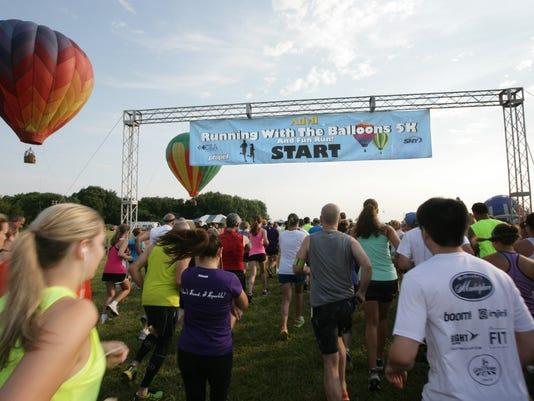 balloon-photo-running-with-balloons-race-start