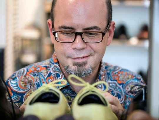 Food Network Star Jason Smith finds a pair of shoes