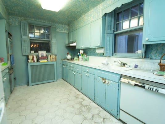 Replace or live with the kitchen cabinets?