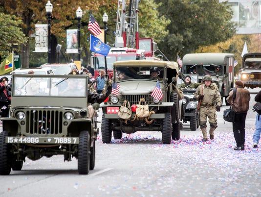 636460112009425599-VeteransDayParade--PEARL-15.jpg