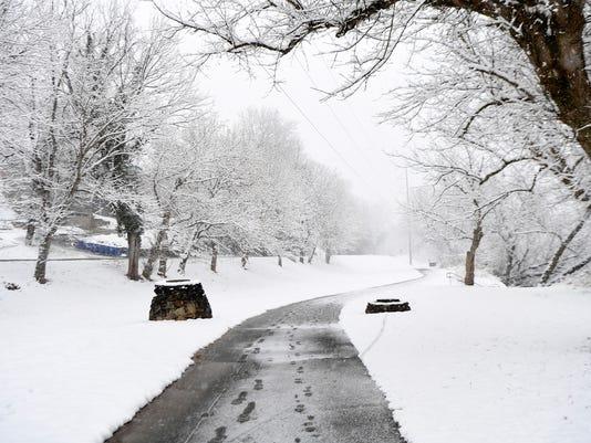 636483372739350752-Snow-WestAsheville-009.JPG
