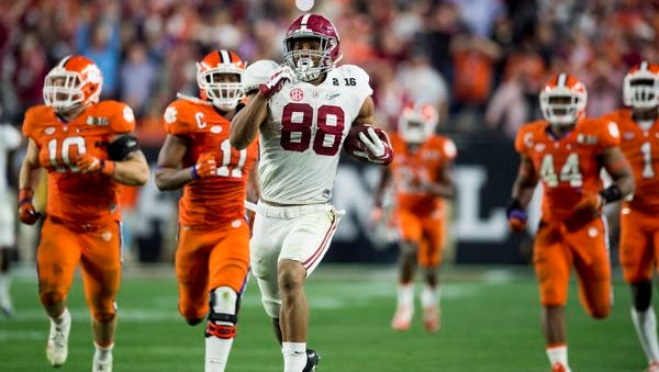 Prattville native O.J. Howard enters his final year at Alabama as one of the nation's top tight ends.