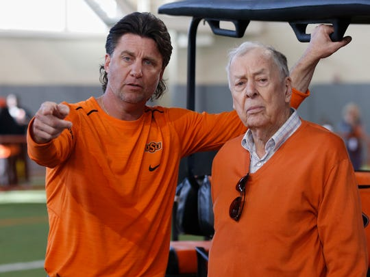 Oklahoma State head coach Mike Gundy talks to T. Boone Pickens at Oklahoma State's 2018 Pro Day in Stillwater, Okla.