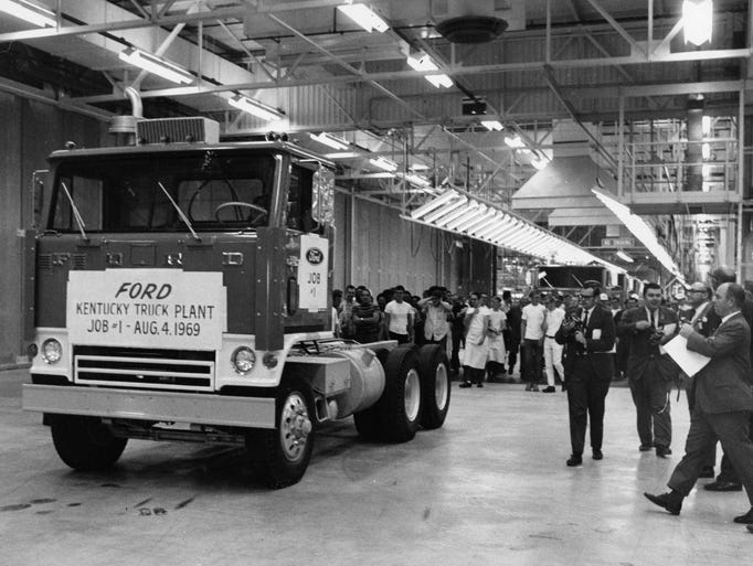 Vintage ford truck plant photos for Motor city assembly line