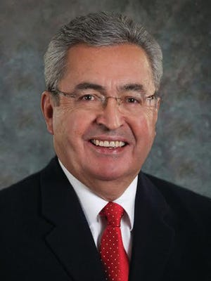 Dennis Flores