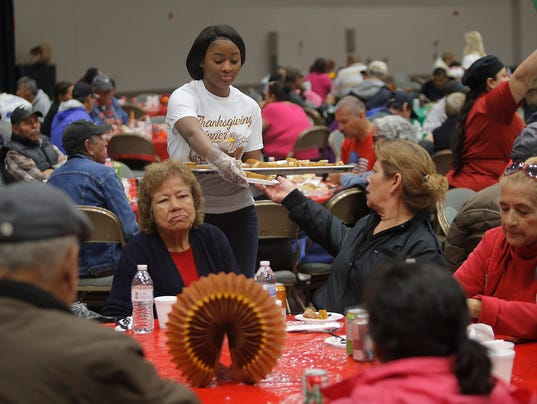 635841547709521744-Thanksgiving-for-El-Paso-s-Needy-10.jpg